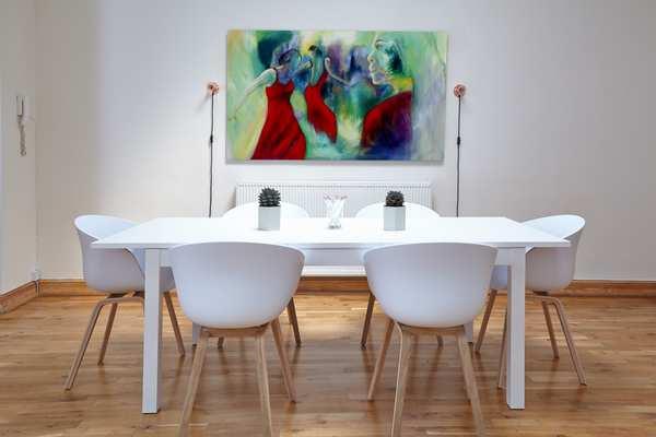 Maleri på væggen i spisestuen
