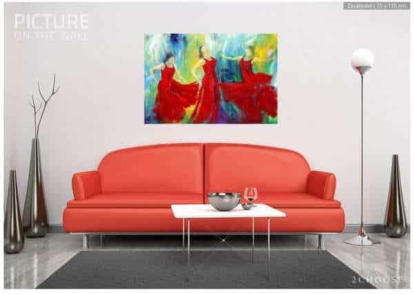 Maleri i røde farver over sofaen