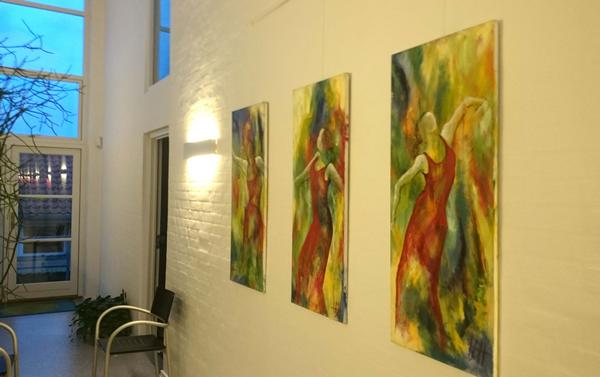 Kunst i firmaet. Malerier på væggen i firmaet