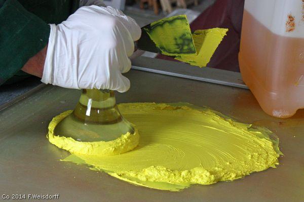 Fremstille Kunstnerfarver af rene farvepigment og linolie bearbejdes med en glasløberer