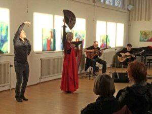 Flamencodanser og kunstmaler. Flamencooptræden ved fernisering i Gribskov kunstforening