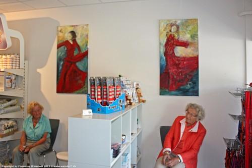Malerier på væggen hos dyrlægen.