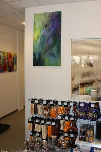 Kunst i firmaet. Firmaet brandes med original kunst som her i dyrlægeklinikken