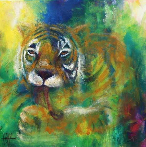 maleri af tiger, der slikker poten. Okker tiger på grønlig baggrund -  - malerier af dyr