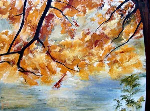 maleri i varme farver af et træ i efterårsfarver foran en sø