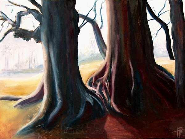 Maleri af de stærke kontraster der er i skoven på en tidlig solrig forårsdag. De mørke blå og røde stammer står som silhuet mod den lyse forårshimmel