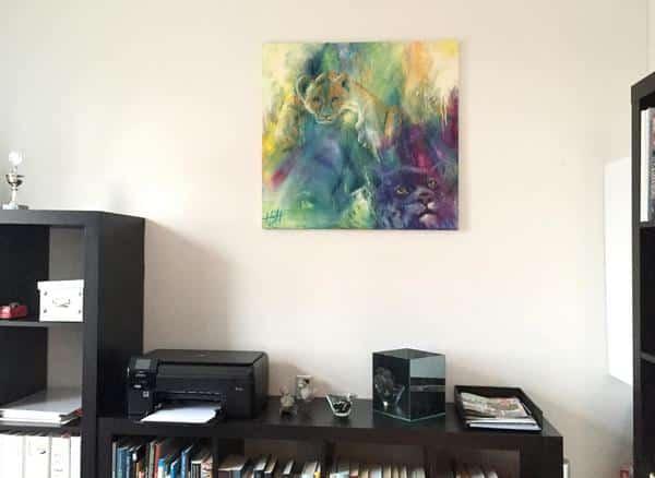 Maleri af løveunge og leopard. Solgt til en kunde og hænger på væggen over musikreol