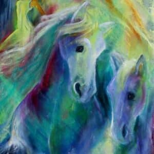 hestemalerier i blå og gule farver. To hest i forgrunden og en kvinde i gul kjole i baggrunden
