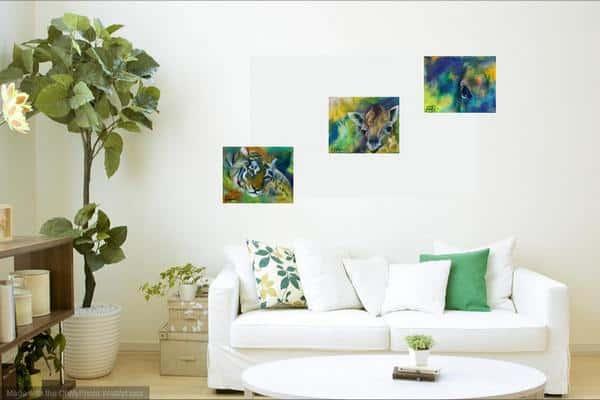 småmalerier over sofaen