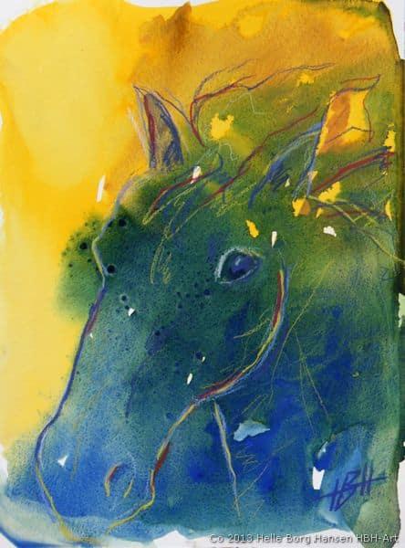 Akvarel af blå hest. Den har hestens rolige og spirituelle udstråling