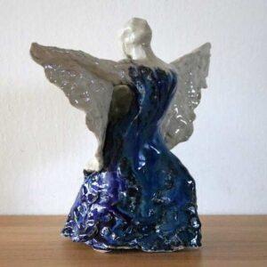 Stentøjsskulptur af engel. Flamencodanser med sjal og blå kjole