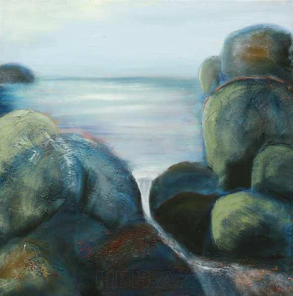 maleri af vand og strand med store sten. Malet i bløde grønne og blå farver