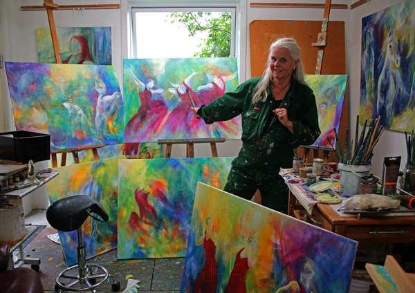 Atelier HBH-Art med mange nye malerier færdige eller i gang