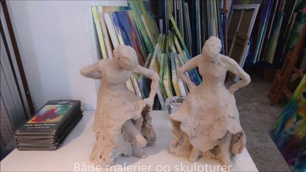 Skulpturer undervejs. Endnu ubrændte stenstøjsskulpturer står til tørring