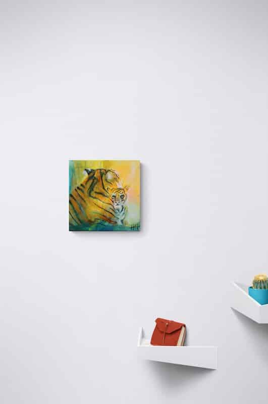 Lille maleri på hvid væg