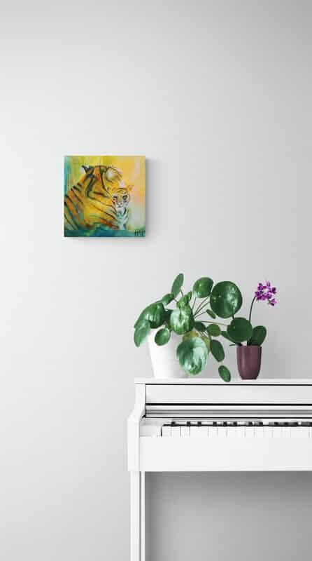 Lille maleri på væggen ved klaveret