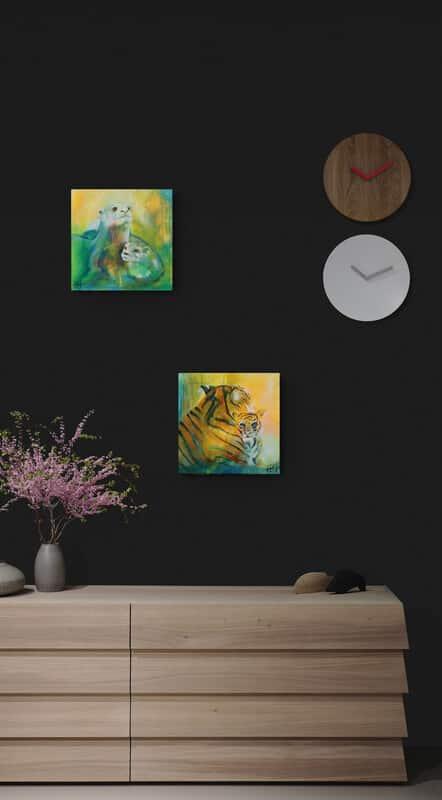 Malerier på en mørk væg