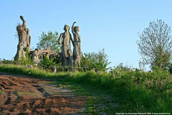 Skulpturer i kunstners lokalområde