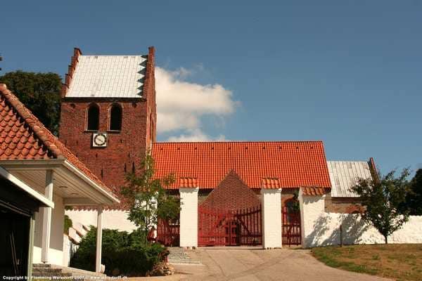 Skuldelev kirke. Besøg kunstner i Skuldelev