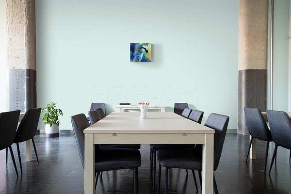 Lille maleri i stort rum