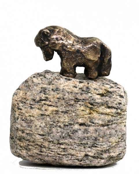 Lille hest som bronze-skulptur